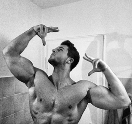 Andre Merzdorf zyzz pose