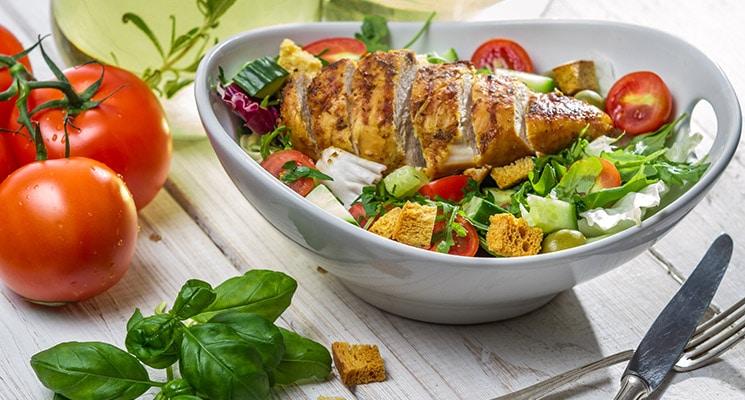 Salat mit Hähnchenstreifen Fitness Rezept
